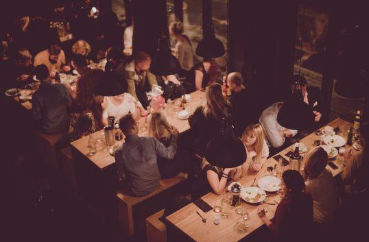 Avenyfamiljen först i landet med ekologiska vinlistor