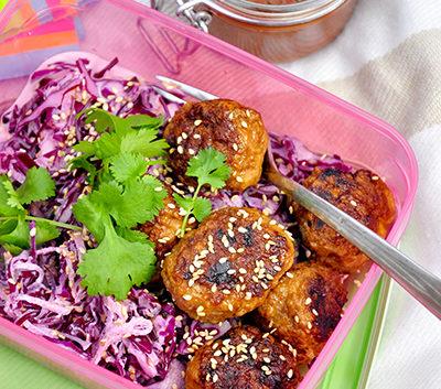 Asiatiska köttbullar med wasabikålsallad