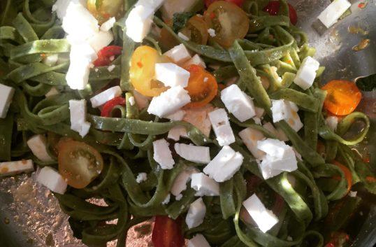 Ekologisk vegetarisk fettuccine pasta