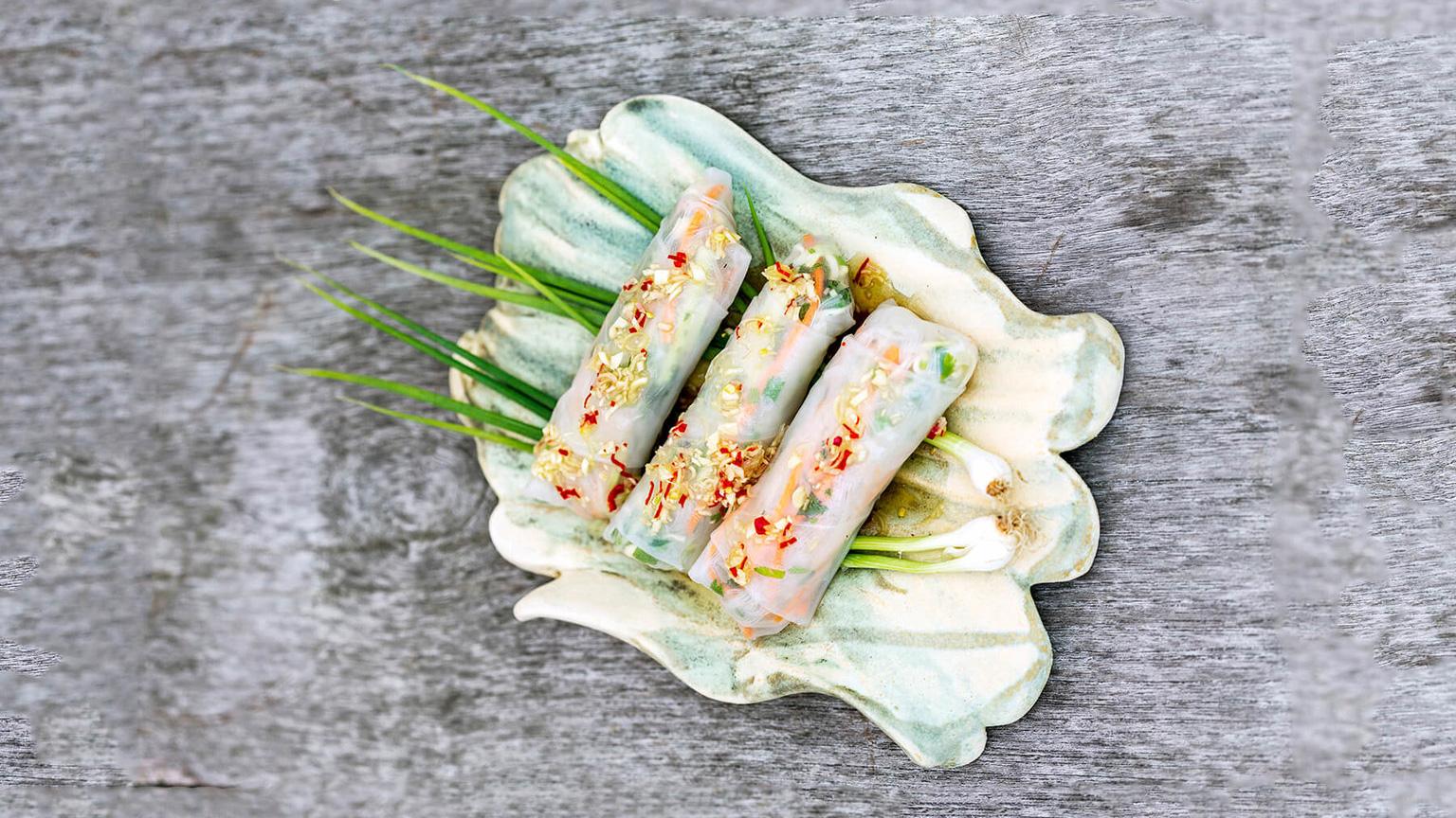 Färska vårrullar med sötstark dippsås