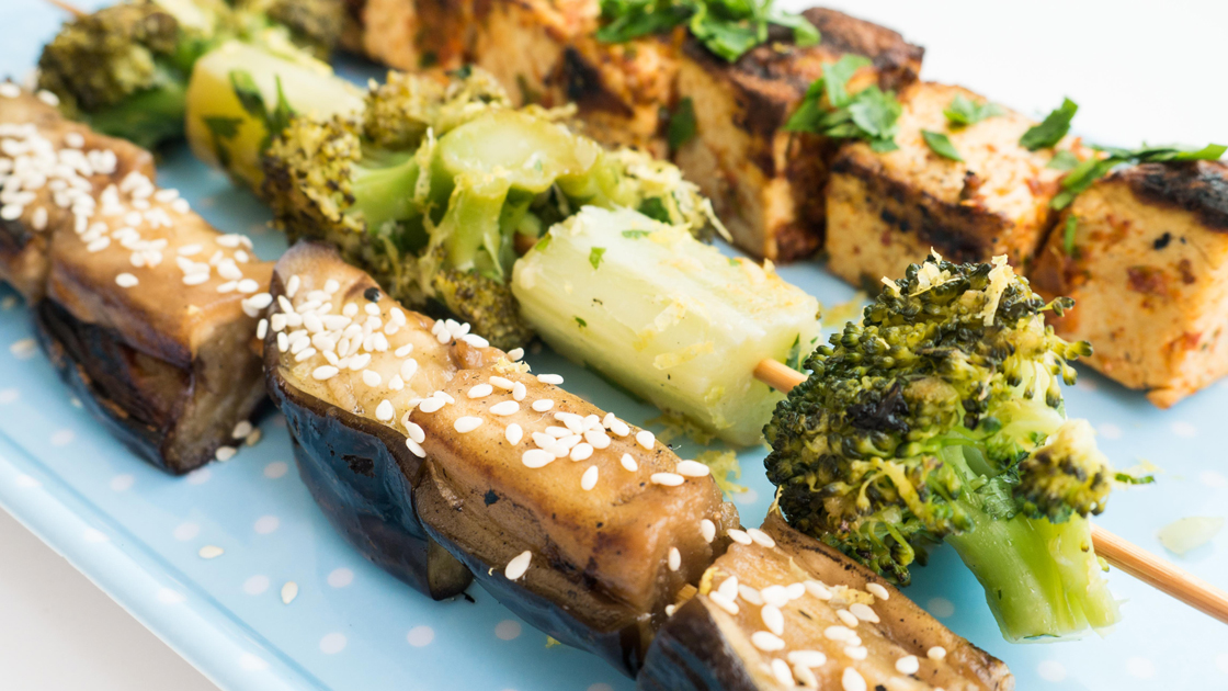 Tre veganska BBQ-spett med tre olika marinader