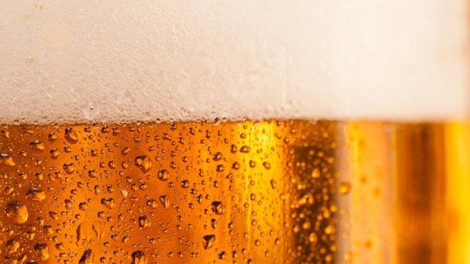 Svenskarna tar helst en öl med Tegnell i sommar - petar ner GW från tronen