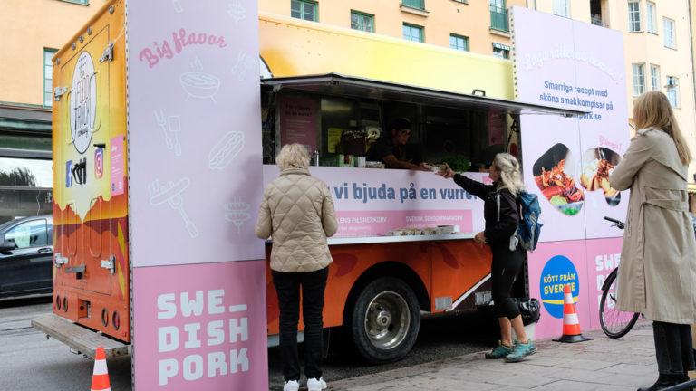 Nu ska svenskt griskött bli trendigt - Swedish Pork lanserade med pop-up korvkiosk med stjärnkockar
