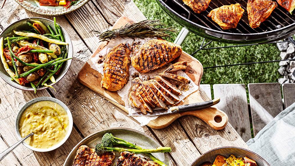 BBQ kycklingsteak tryffel med sotade bönor och schalottenlöksvinägrett