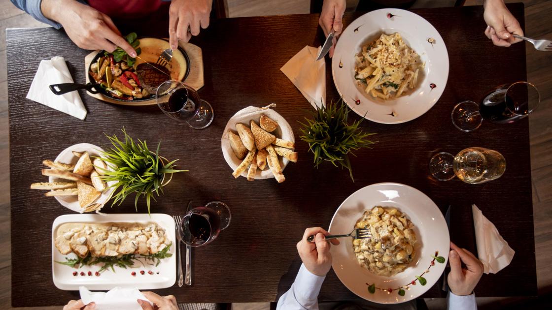 Svenskarna spenderar mer på restaurang i år