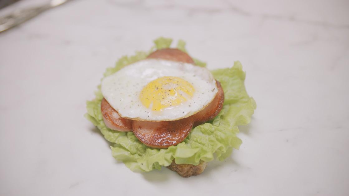 Keyyos favoritmacka med falukorv och stekt ägg