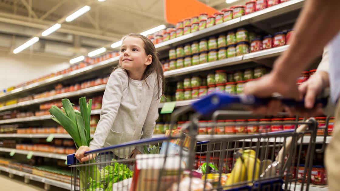 Sifo: Vi spenderar 2,5 semesterveckor i matbutiken varje år
