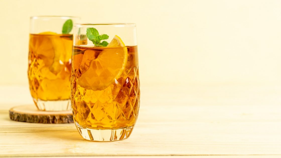 32169029-glass-of-ice-lemon-tea
