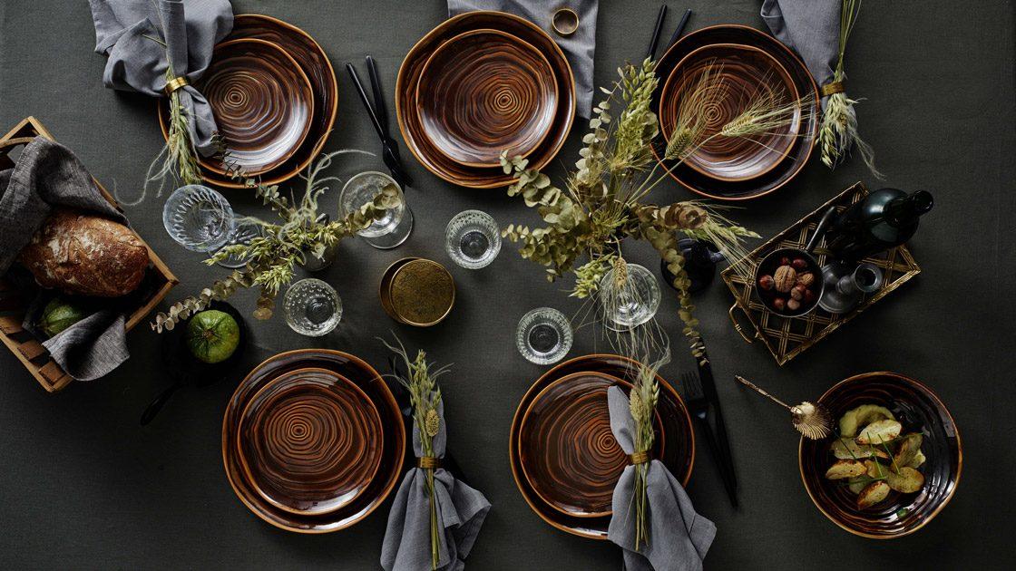 Unik borddukning med en levande och organisk brun nyans