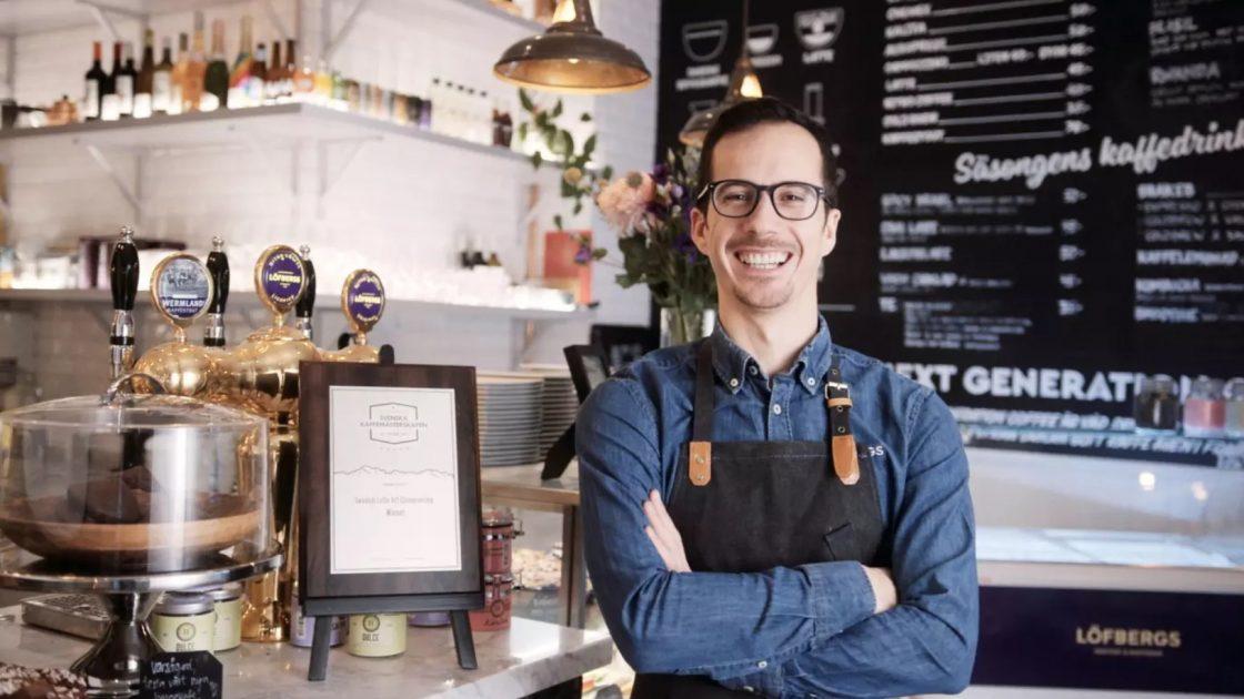 Alex representerar Sverige pa VM i Latte Art