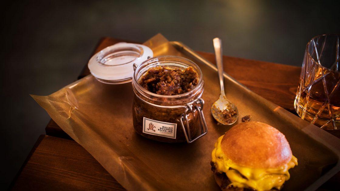 Bulleit Bourbon lanserar baconsylt tillsammans med populara hamburgerrestaurangen Ladan