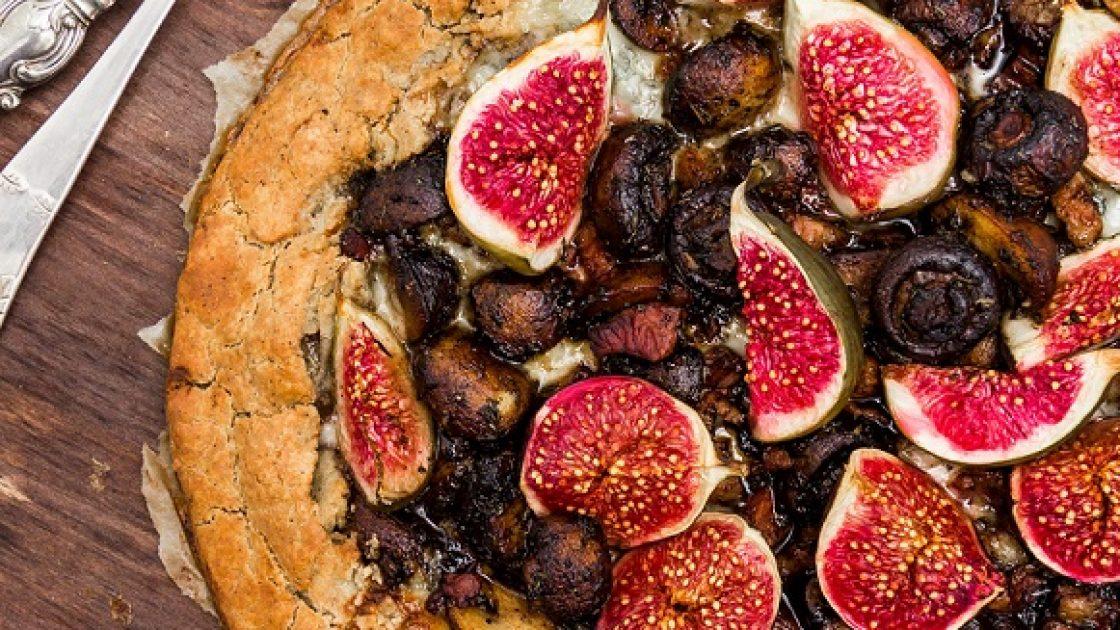 Glutenfri galette med fikon, skogschampinjoner, pancetta & krämig gorgonzolaost