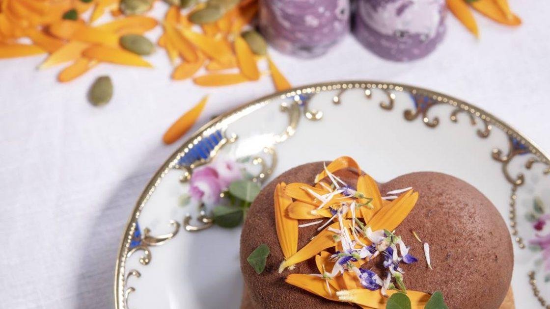 Rodbetor och en curd av blommor i Birgit Nilssons egen dessert och pralin