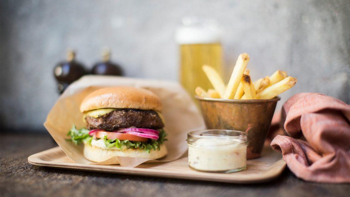 Scandic lanserar vegansk hamburgare pa menyn