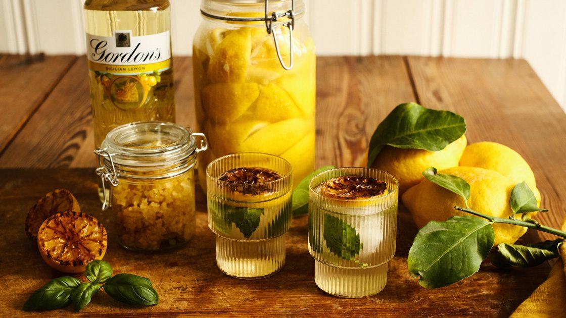Gin & Tonic med sotad citron och basilika