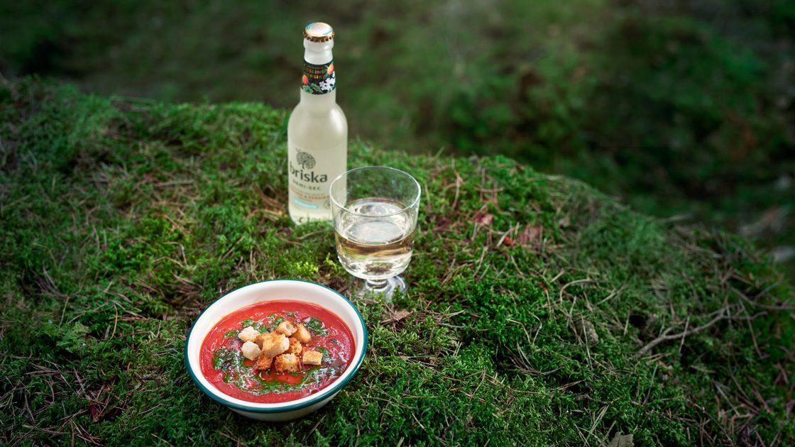 Rostad tomatsoppa med parmesan, surdegskrutonger och örtolja